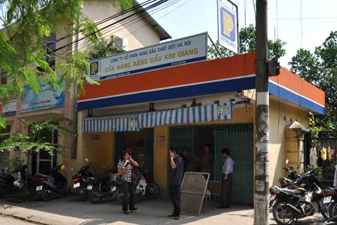 07 Bắt quả tang cây xăng gắn chip điện tử ở khu Kim Giang