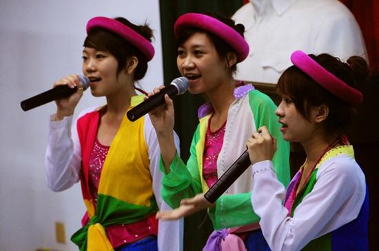 10 Thí sinh TL Idol2010 tham gia Tình nguyện tại Viện Nhi