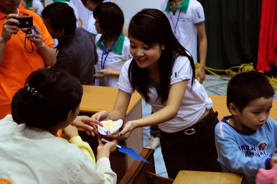 18 Thí sinh TL Idol2010 tham gia Tình nguyện tại Viện Nhi