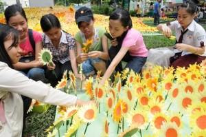 Mỗi bông hoa là một bữa ăn nhân ái đầy ắp yêu thương cho các bé