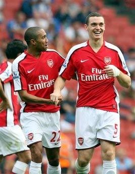 4 Arsenal thắp lại lửa ở Emirates