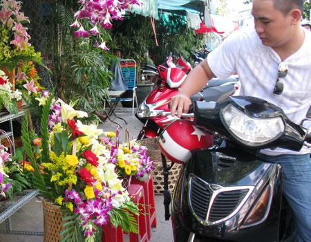 450350 Thị trường hoa và quà nóng trước ngày của phái đẹp