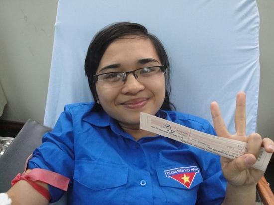 Nhiều bạn Đội viên Đội SVTN ngoài công tác tổ chức cũng tham gia hiến máu