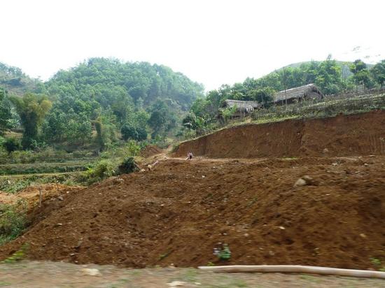Quang cảnh trên dọc đường đi từ Hà Nội lên Tân Sơn - Phú Thọ