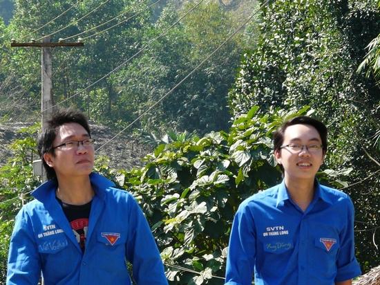 Bạn Việt CLB Bắc Việt Võ (bên trái) và bạn Đặng Huy Dũng - Phó chủ tịch Hội Sinh viên ĐH Thăng Long (bên phải)