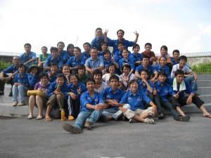 Đội SVTN trường ĐHTL cùng thầy Hiệu trưởng Phan Huy Phú