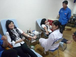 Nụ cười của các bạn sinh viên Thăng Long tham gia hiến mau nhân đạo