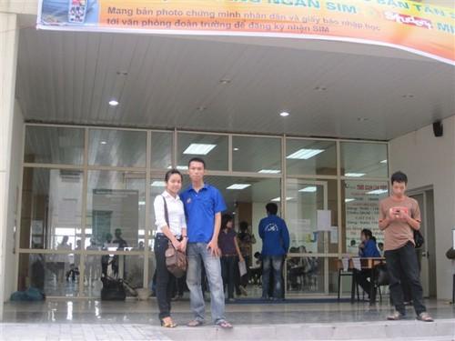 Tranh thủ chụp ảnh với Tân sinh viên ^^