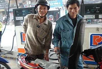 Xangdau221009 Kiến nghị tăng 500   700 đồng/lít xăng dầu