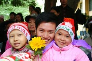 img 0998 300x199 Giáng sinh Hồng 2009 với các bé ở Viện K Tam Hiệp