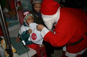 img 1064 300x199 Giáng sinh Hồng 2009 với các bé ở Viện K Tam Hiệp