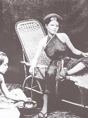 vay 2 Sinh viên   Chiếc váy và cuộc hành trình văn hóa