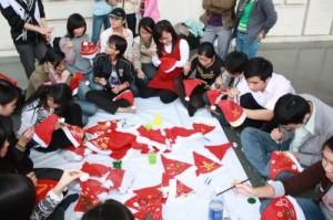 Vẽ mũ Giáng sinh cho các bé